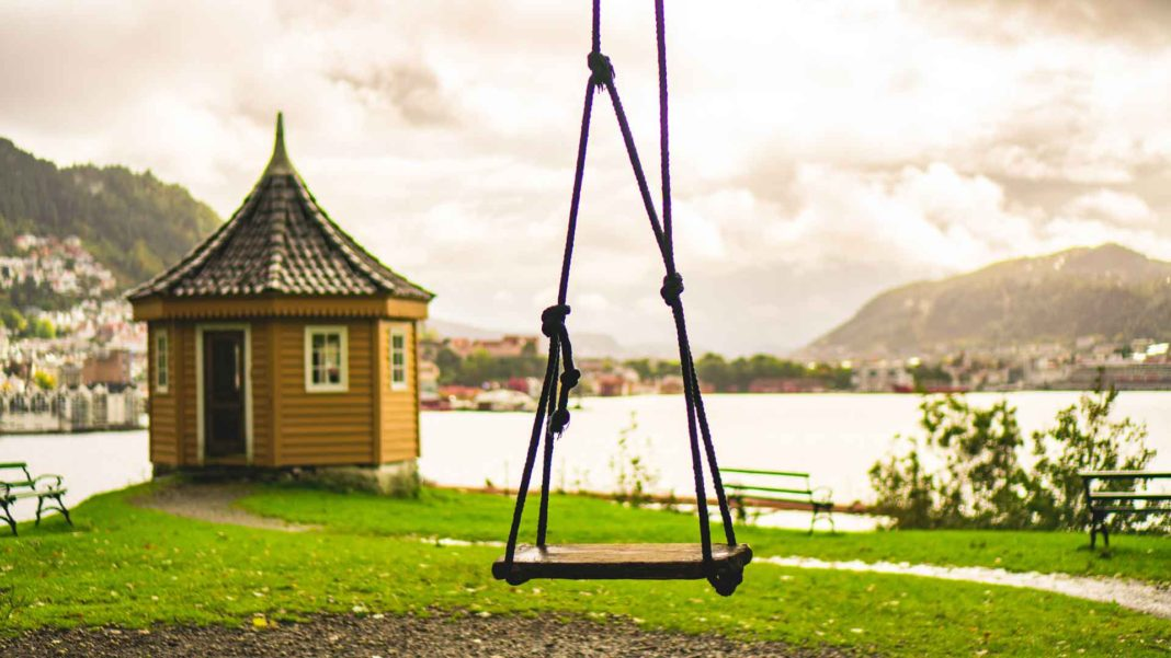 Tips-to-Dispose-of-Properly-Your-Kids-Old-Swing-Set-on-hometalk-news
