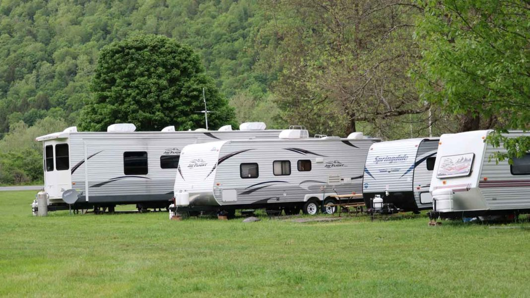 4-Aspects-to-Consider-Before-Buying-Construction-Trailers-for-Newcomers-on-hometalk