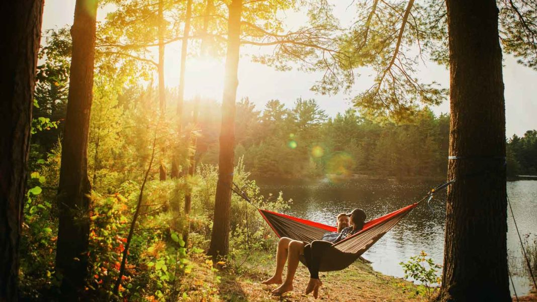 The-Travel-Hammock–-The-Fun-Starts-For-Two-Guys-on-hometalk